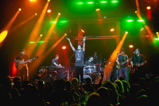 גלית הלל – רכזת תרבות מושב אלישיב – להקת ריטלין במופע יום העצמאות 2018