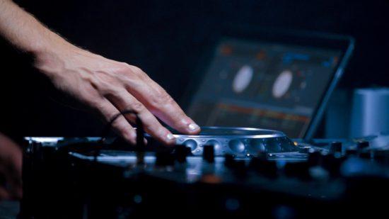 מבצע DJ לאירוע